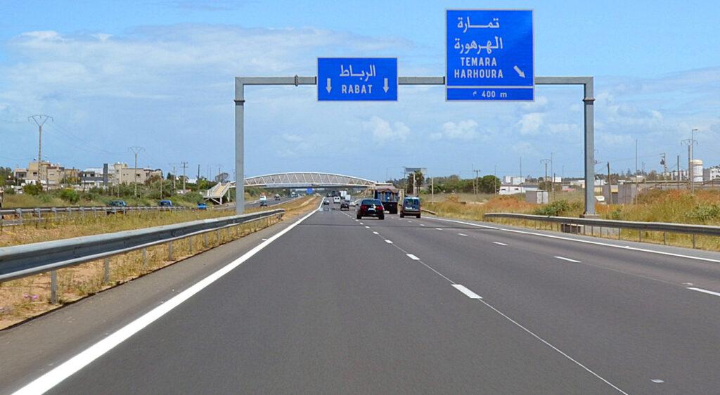 Autopista de Marruecos en dirección a Rabat